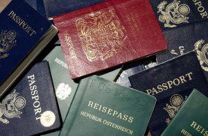 ¿Qué determina el color, tamaño y otras características de tu pasaporte?