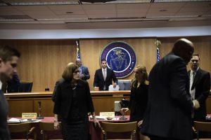 """Cómo puede afectarte que la FCC haya acabado con la """"neutralidad de internet"""""""