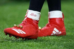 La NFL se puso 'Grinch' con Alvin Kamara y sus zapatos navideños