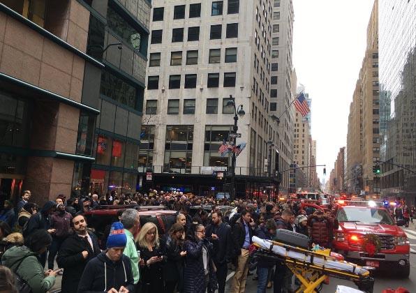 Fuego en edificio obliga desalojo en Grand Central
