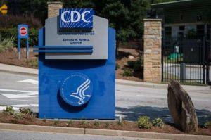 """Director de los CDC dice que coronavirus """"podría estar con nosotros"""" en EEUU por dos años"""