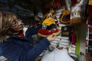 Tradiciones hispanas hacen prosperar la industria navideña en NYC