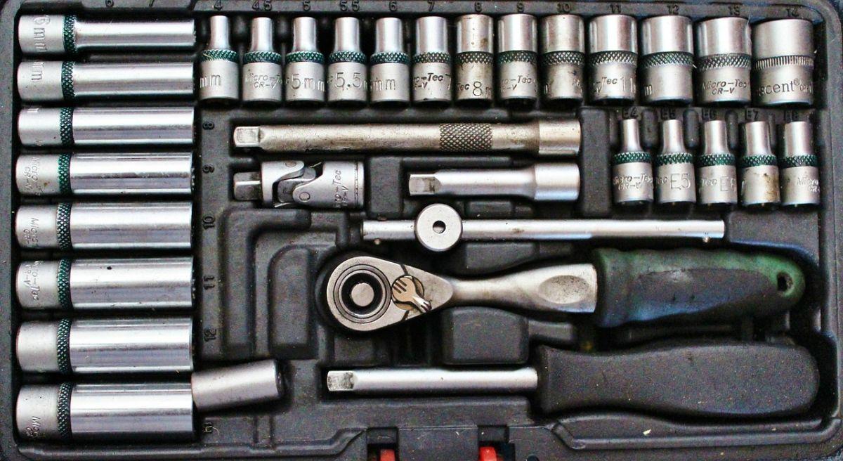 5 herramientas indispensables en tu auto en todo momento