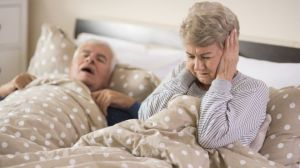 El problema de salud que hace que tu pareja y tú duerman en camas separadas