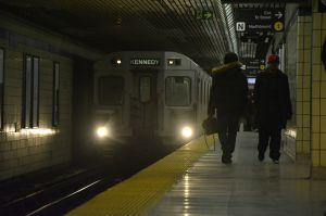 Video: Hombre drogado es embestido por un tren en Toronto