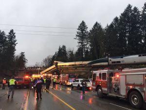 Reportan varios muertos y heridos tras descarrilar tren en estado de Washington