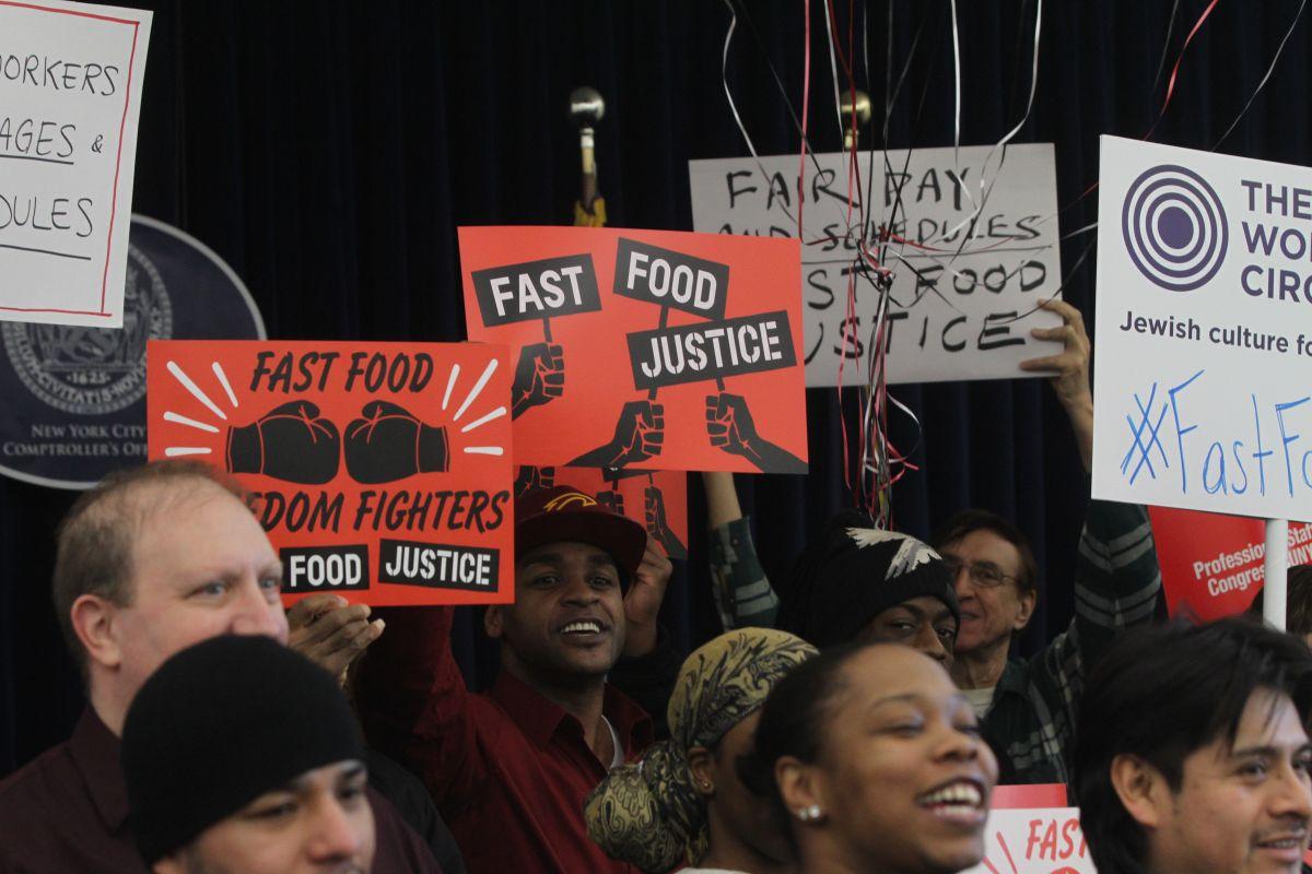 Trabajadores de fast food lanzan su organización de apoyo laboral