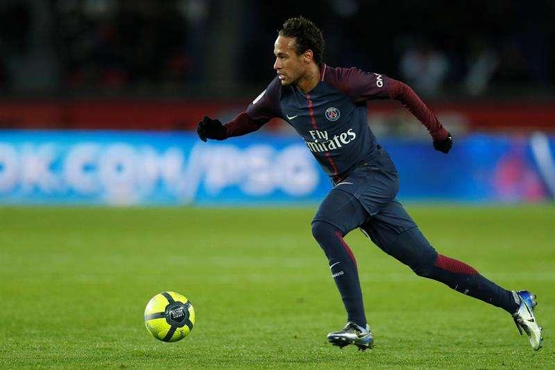 VIDEO: Así enmarcó el abogado de Neymar el cheque de venta al PSG