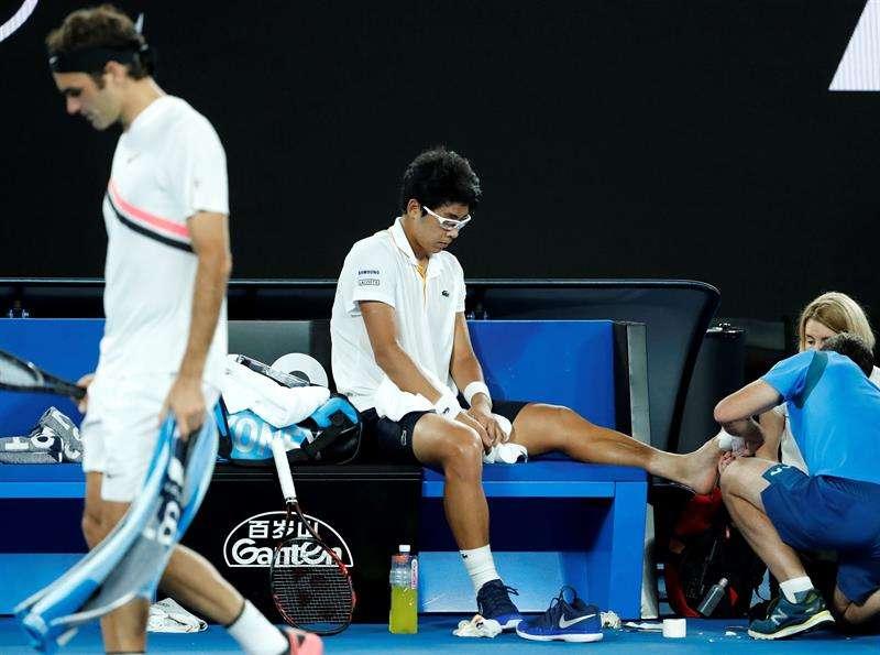 Rival de Federer se retira por unas ampollas, no creerás cómo le quedó el pie