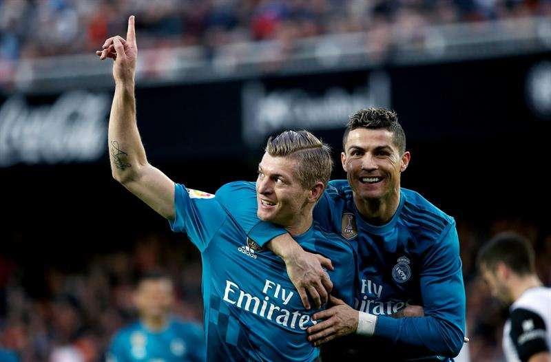 Real Madrid golea al Valencia y respira oxígeno