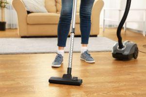 ¿Necesitas una nueva aspiradora para limpiar tus pisos de madera?