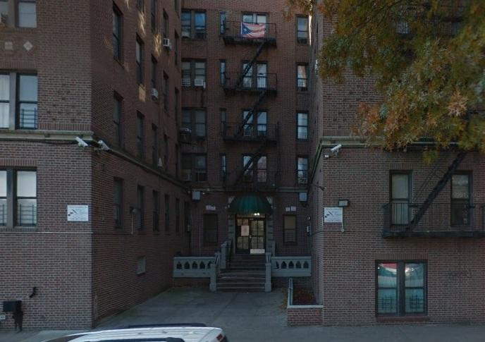 Arrestan a policía de Nueva York por golpear a su tía en Thanksgiving