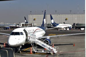 Policías estadounidenses armados podrían estar a bordo de vuelos entre México y EEUU