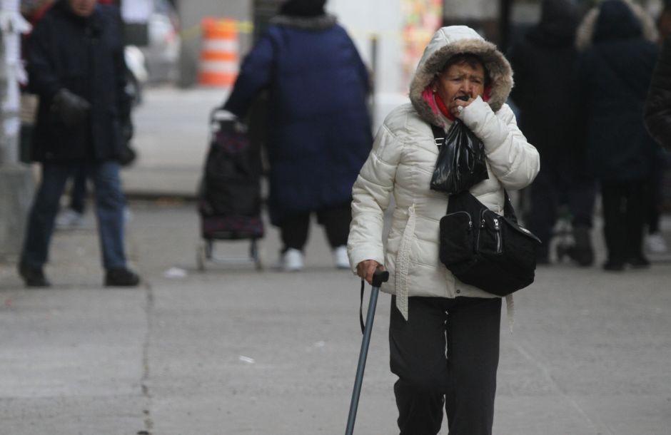 Es duro envejecer en NYC para minorías como la latina