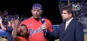 VIDEO: El obsceno gesto en vivo del hijo de beisbolista René Reyes