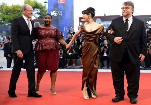 ¿Qué actrices vestirán de negro esta noche en los Globos de Oro?