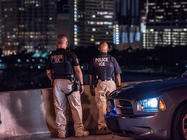 """Las redadas de ICE y el """"nuevo crimen de cuello blanco"""""""