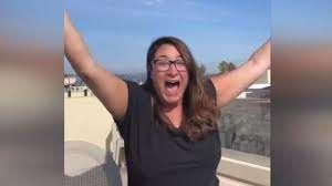 La exagerada reacción de una mujer al ganar al Trivia