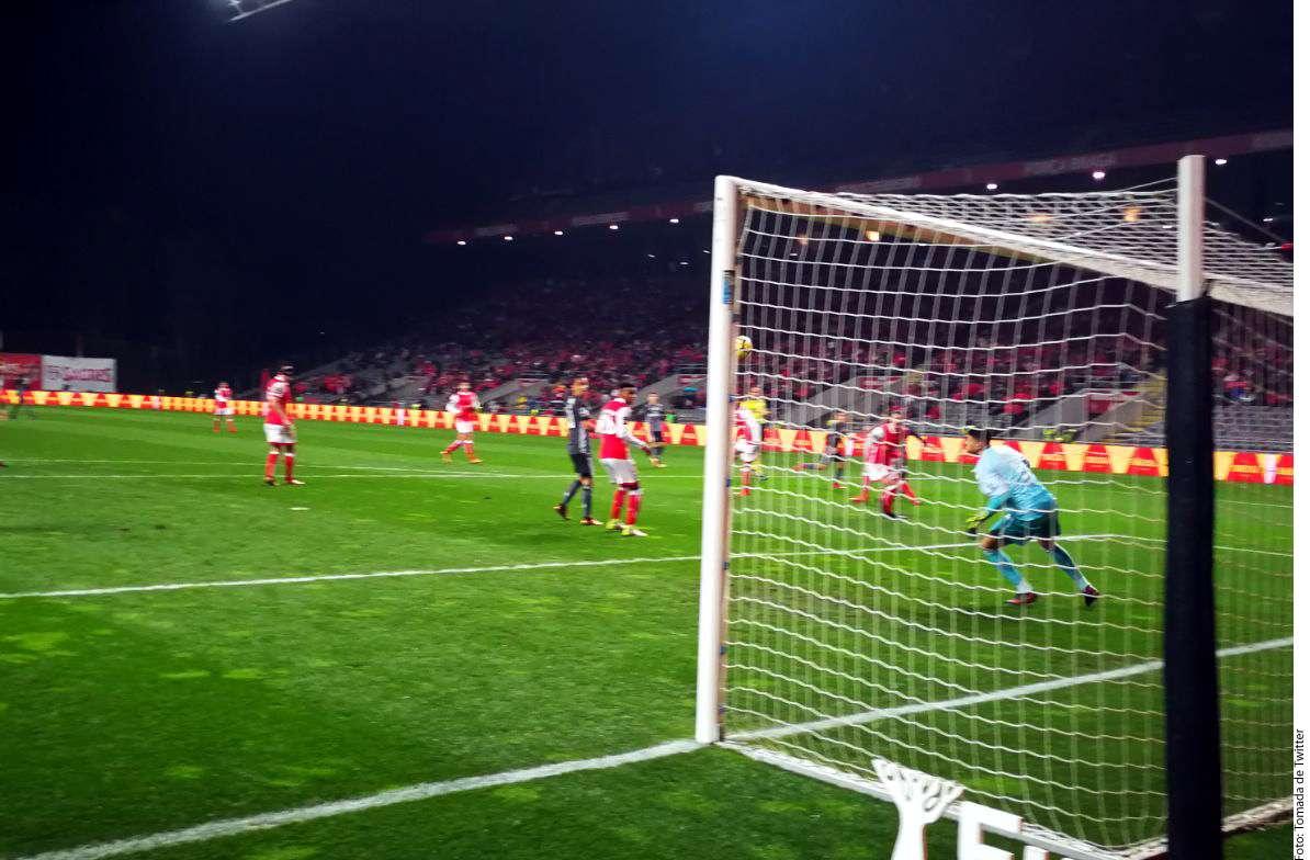 VIDEO: Raúl Jiménez reencuentra el gol con Benfica de una forma impresionante