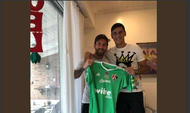 Messi posó con el jersey de club mexicano