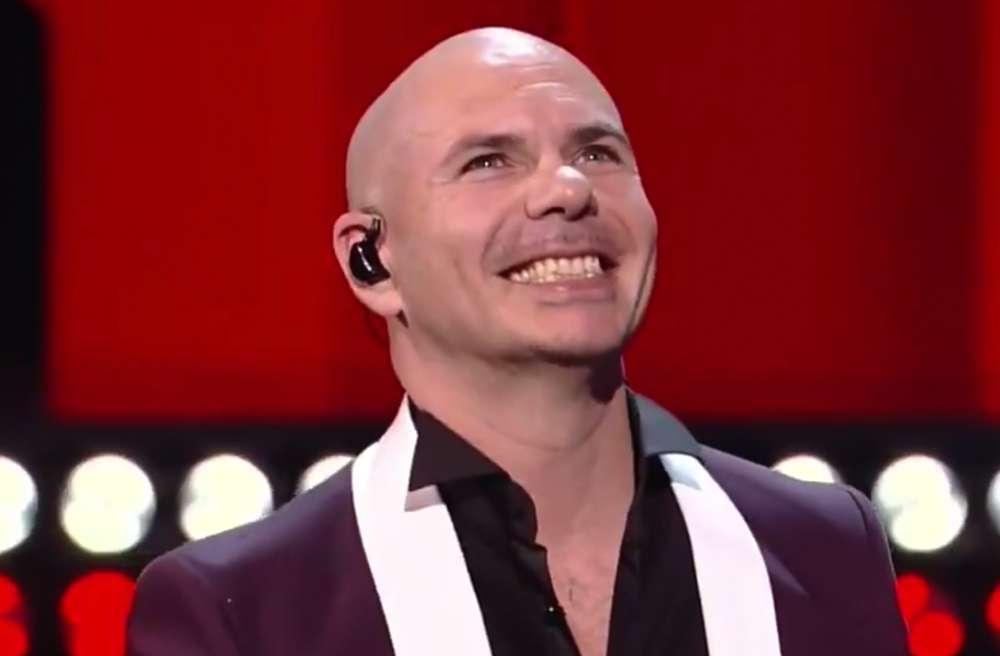 """Pitbull lanza el vídeo de su nuevo éxito musical """"Better On Me"""""""