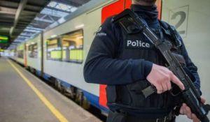 """Se le hizo fácil llamar """"pitufos"""" a policías belgas y fue multado"""