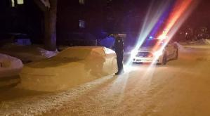 """Fotos: Mira la """"multa"""" de la policía por mal parqueo a un carro de nieve"""