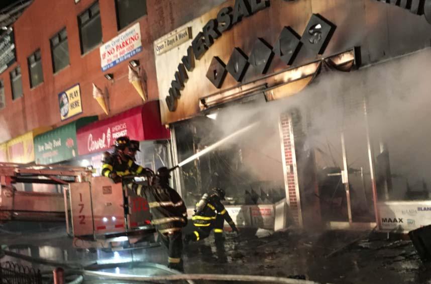 Al menos ocho negocios destruidos por fuego en Brooklyn
