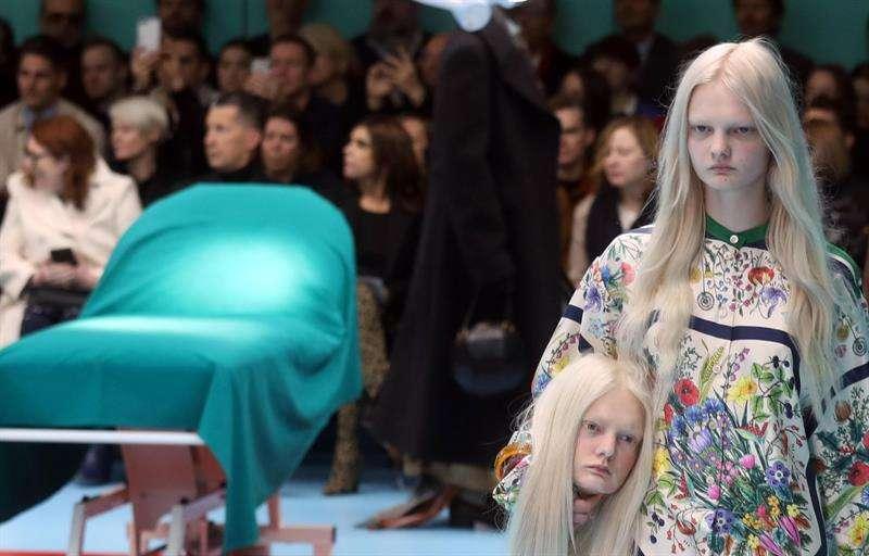 """Gucci sorprende con modelos """"decapitados""""en la Semana de la Moda en Milán"""