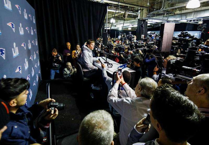 Periodistas serán vigilados todo el tiempo con un chip en el Super Bowl