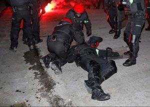 Muere un policía durante disturbios de hinchas en Bilbao por Europa League