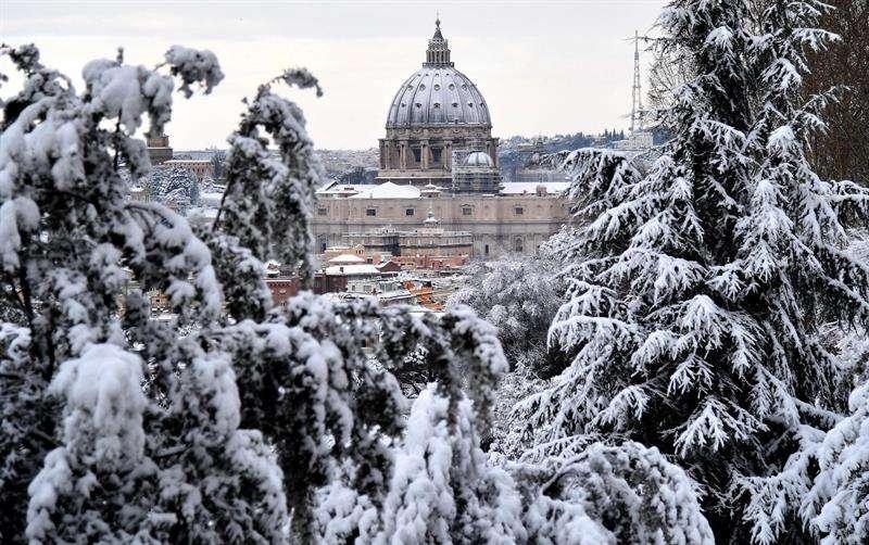 Fotos: Coliseo de Roma y la Plaza de San Pedro cubiertas de nieve