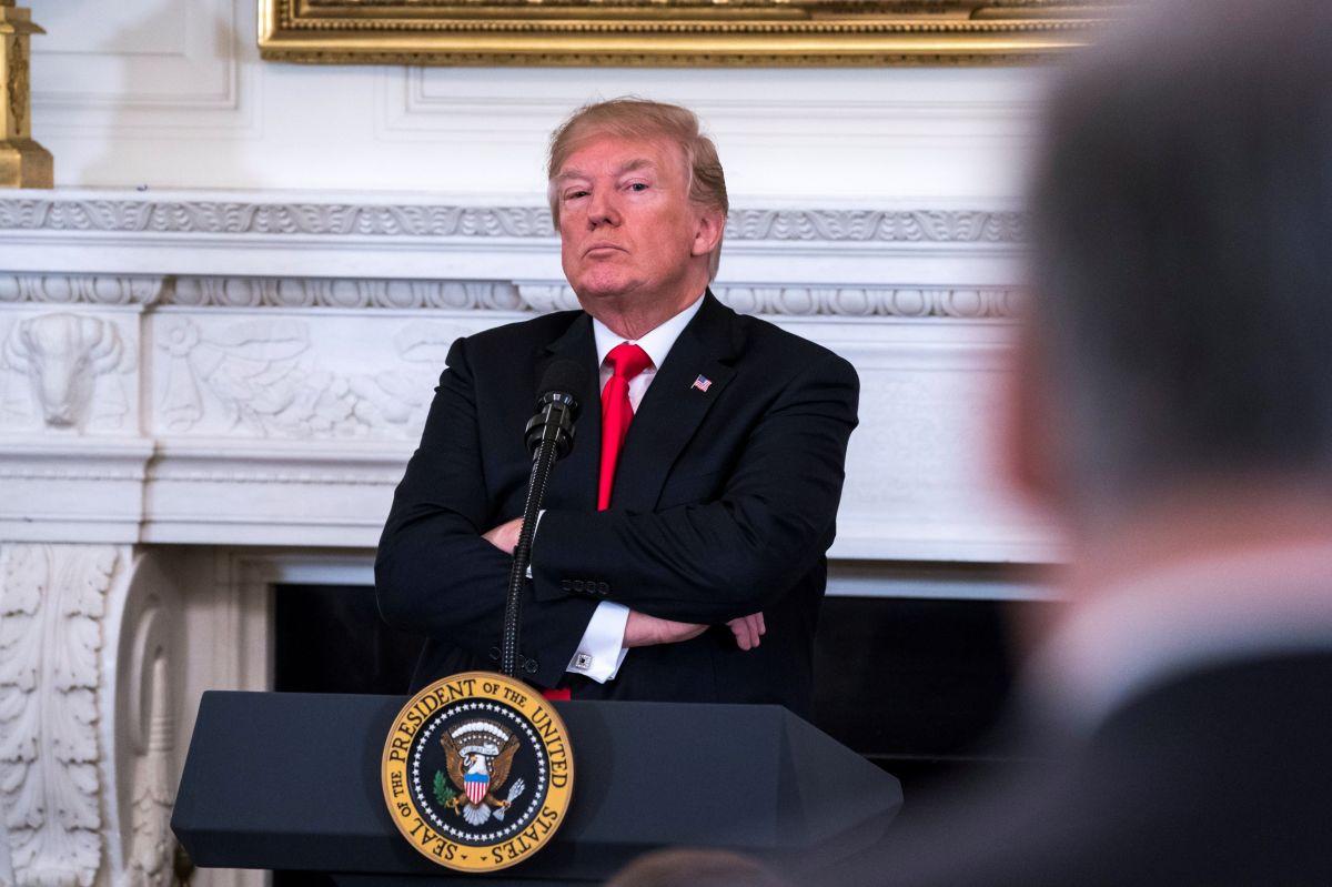 Trump sorprende al desatar su furia en dos tuits
