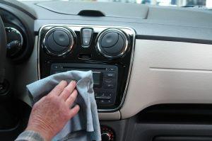 Trucos para limpiar tu auto en menos de una hora