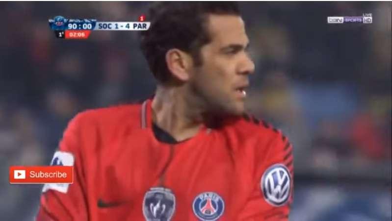 Dani Alves juega de portero con PSG y se compara con Jorge Campos