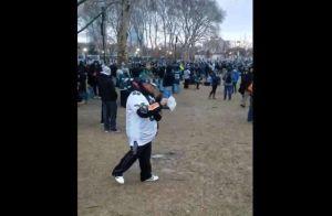 Esparce cenizas de su padre en el desfile de celebración de Super Bowl de los Eagles