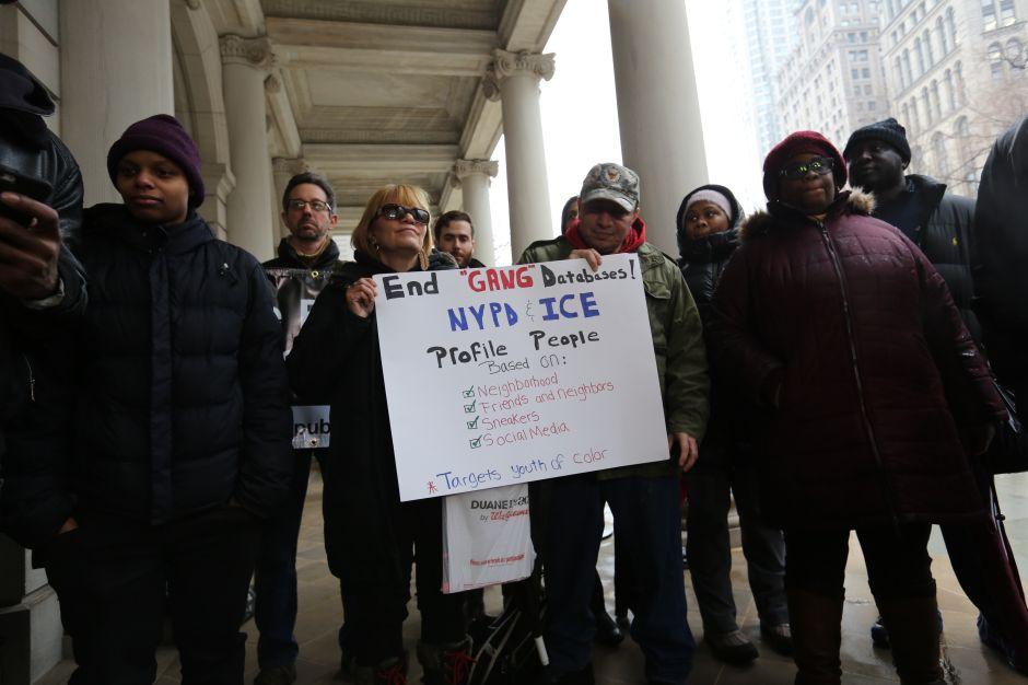 Acusan al NYPD de ayudar a 'La Migra' con arrestos de falsos pandilleros