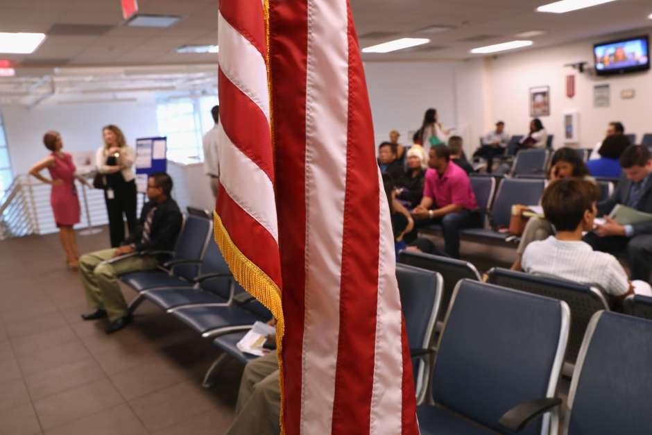 7 consecuencias para inmigrantes por nuevas políticas de USCIS