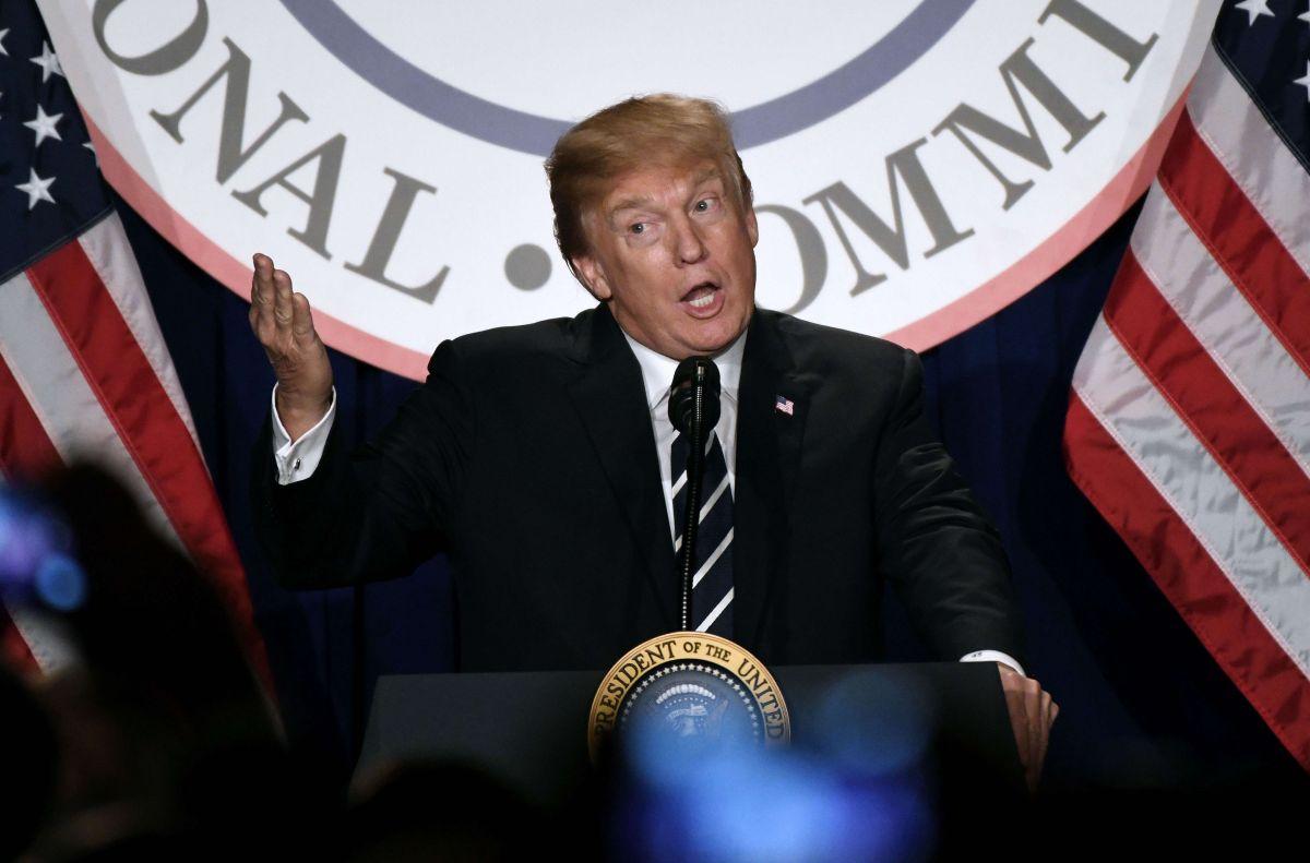 Republicanos atizan polémica con documento desclasificado que enfrenta a Trump y al FBI