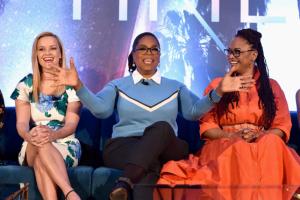 """Oprah Winfrey y Ava DuVernay piden """"luz en este tiempo de oscuridad"""" en la presentación de """"A Wrinkle in Time"""""""