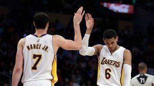 Lakers cambia a Jordan Clarkson y Larry Nance Jr. por Isaiah Thomas y Channing Frye de Cavaliers