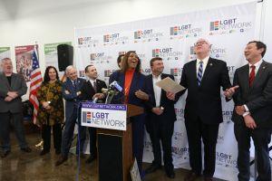 Abren nuevo centro para apoyar a la comunidad LGBT en Queens