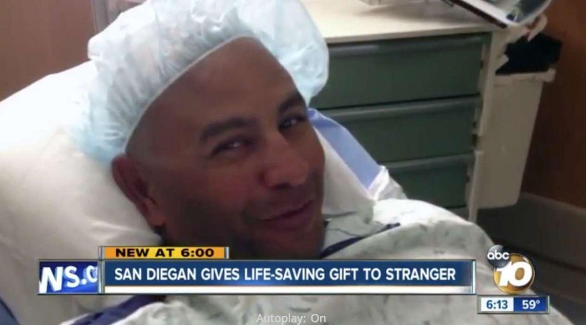 Dona su hígado a una desconocida a punto de morir, después de ver la petición de ayuda en Facebook