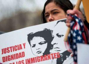 Trump pide más fondos para el muro y persecución de inmigrantes indocumentados, y recortes a programas sociales