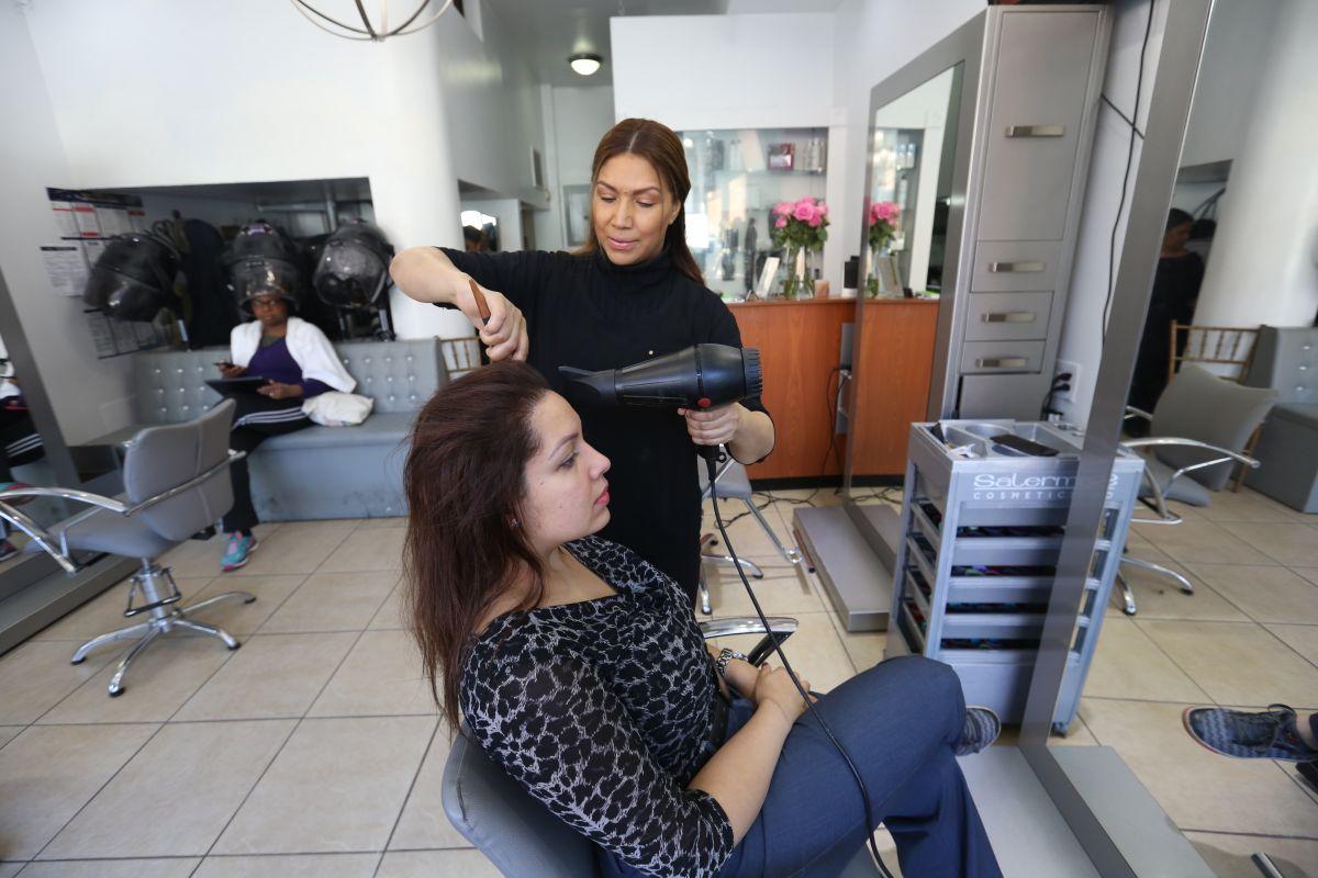 Nueva ley protege barberías y salones de los robos en Nueva York