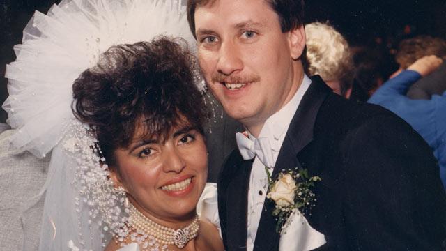 Mónica Rodríguez el día de su boda en 1990 con Edward Smith, de quien esperaba un hijo