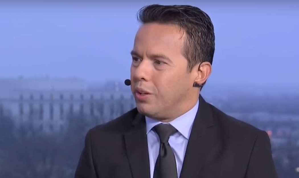 Líder evangélico hispano pide a demócratas que financien el muro de Trump