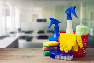 Los productos de limpieza del hogar que causan más daño que fumar a diario 20 cigarrillos