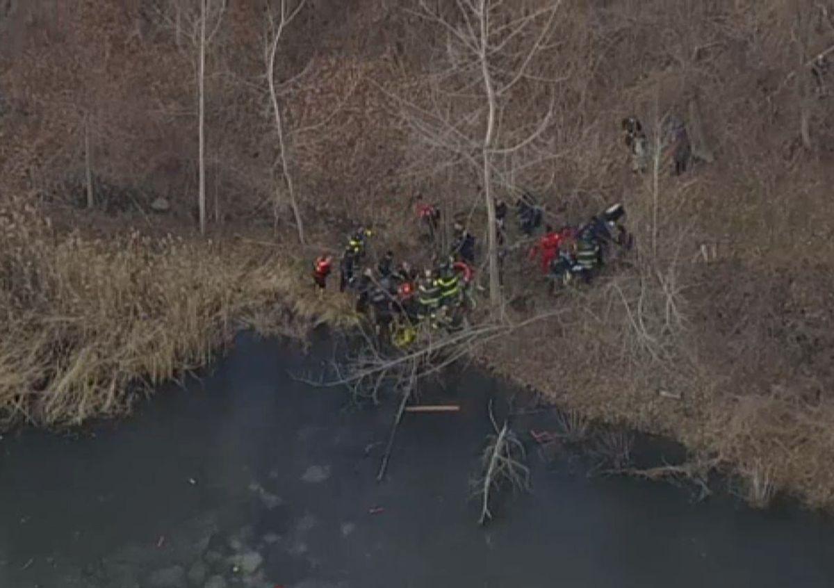 Rescatan en estado crítico a niño de un lago congelado en Queens