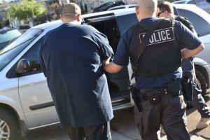 ¿Deben los alcaldes avisar a los inmigrantes sobre las redadas de ICE?